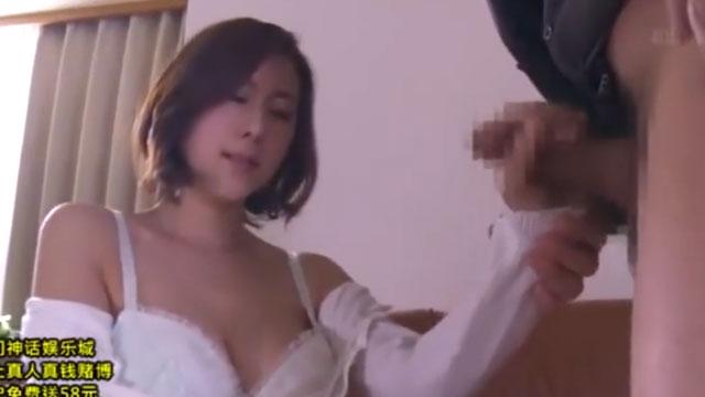 美人奥さん、弱みを握られ旦那の上司のチンポをしゃぶるだけの口マンコと化す 松下紗栄子