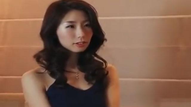 フェロモン全開な人妻が夫に隠れて不倫中出しセックスでガチイキ 篠田あゆみ
