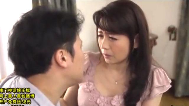 四十路妻、元カレのチンポが忘れられずに不倫セックスに堕ちる 三浦恵理子