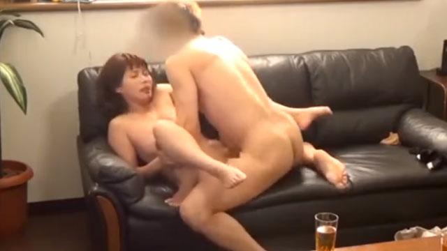 【盗撮】真面目な四十路妻、初めての不倫セックスで乱れてしまうww